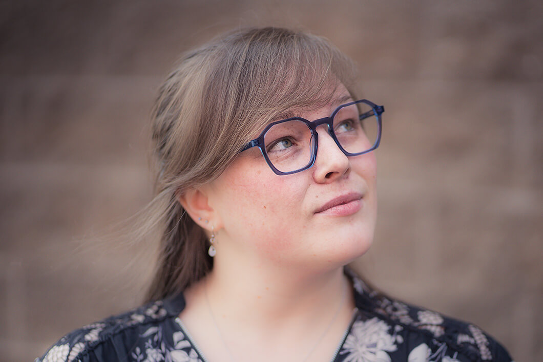 Woman with glasses with dark frames